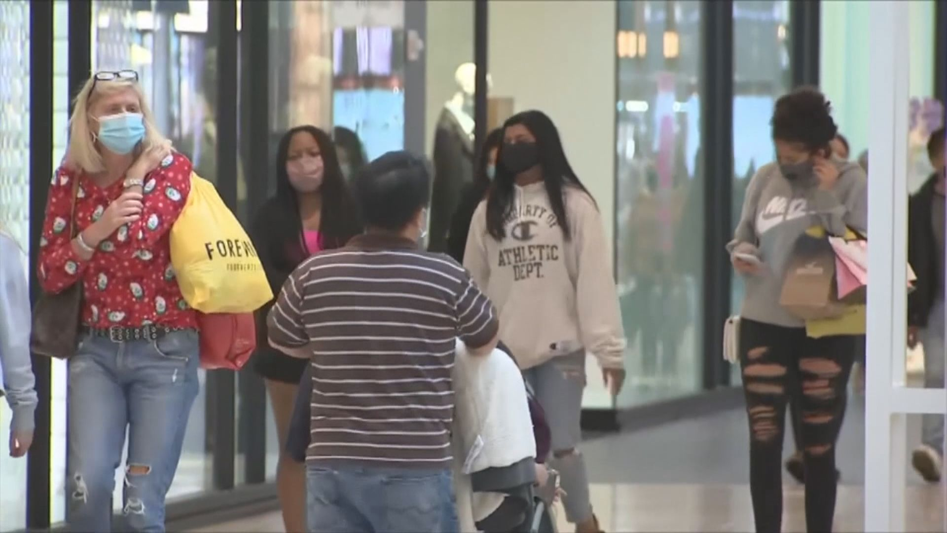 疫情下感恩節外出購物熱情減 「黑色星期五」網購消費大增