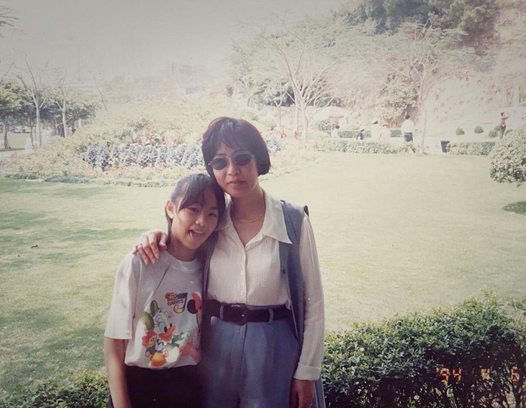 【媽媽牛一】鄧麗欣分享童年照 自覺媽媽超似Liza姐?