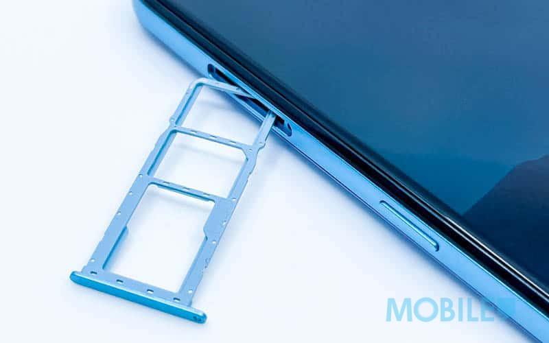 ▲ 採用便利雙 Nano SIM 卡配獨立 Micro SD 卡槽