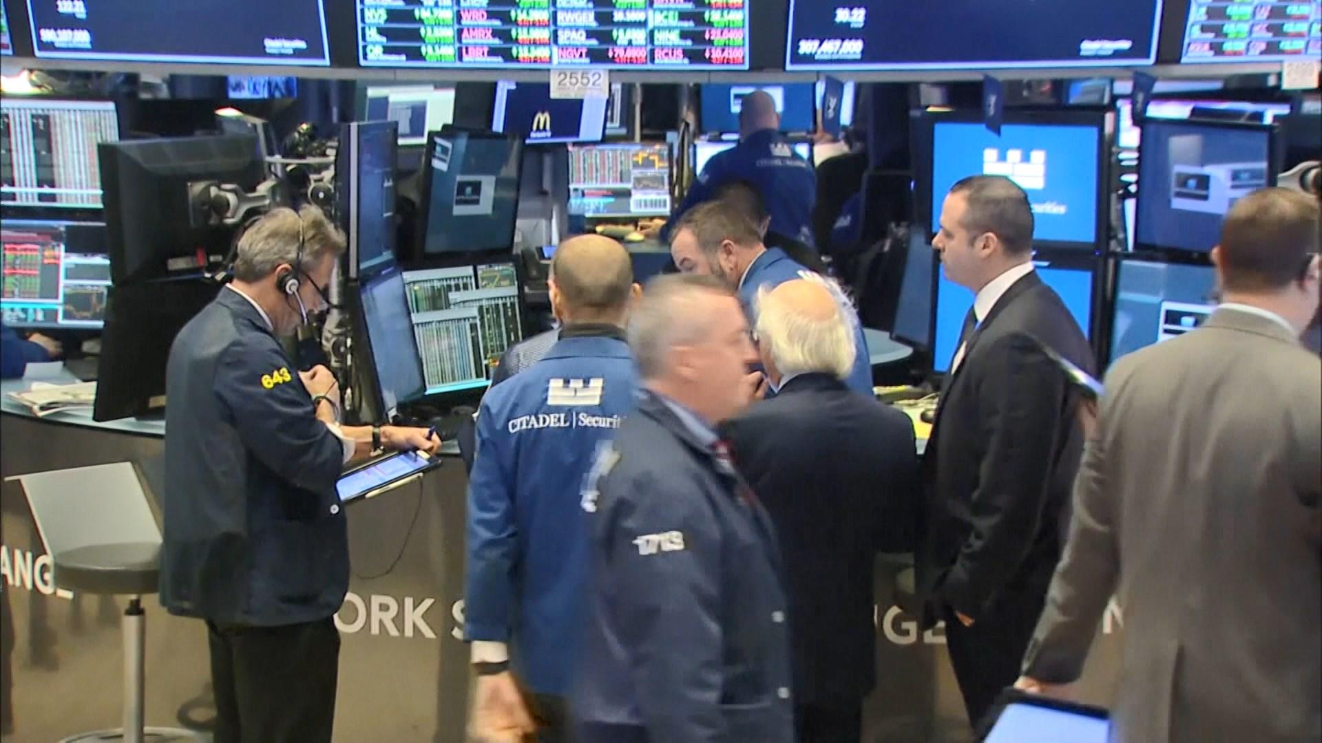 銀行股帶動道指高收 憂新冠病毒變種累標指2連跌