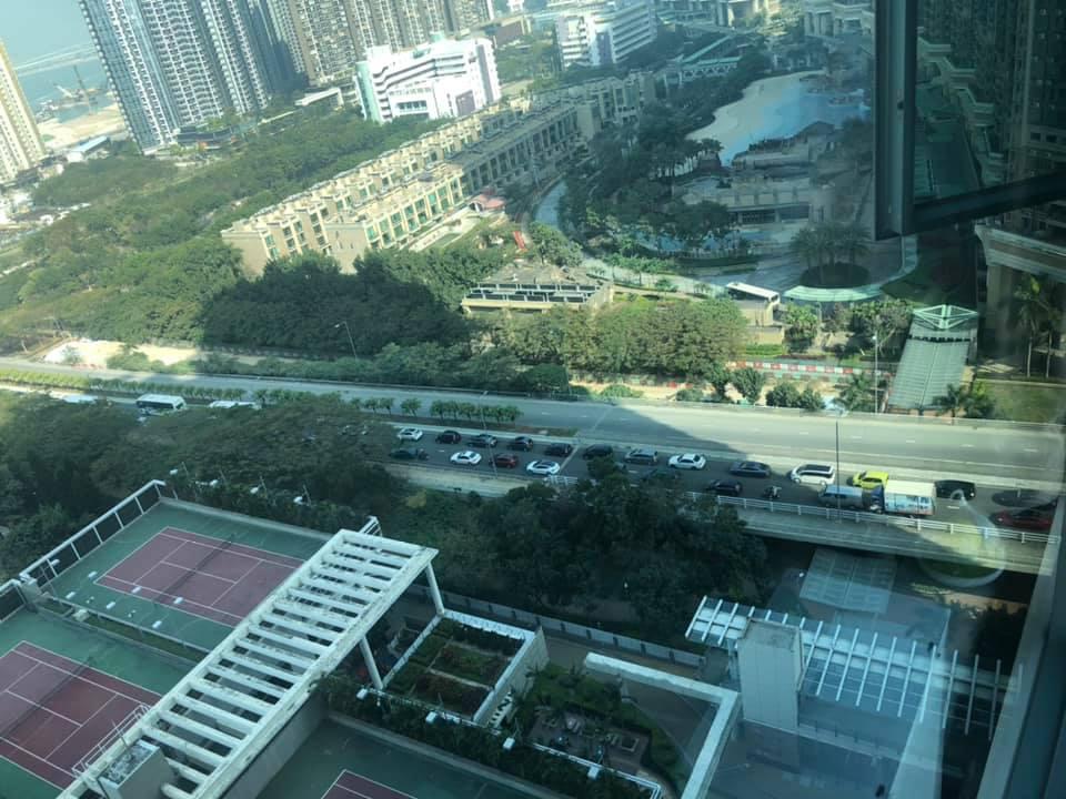 居民:「市區入黎(嚟)第一個迴旋處已經係咁」