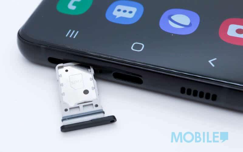 ▲ 改用兩面Nano SIM卡槽