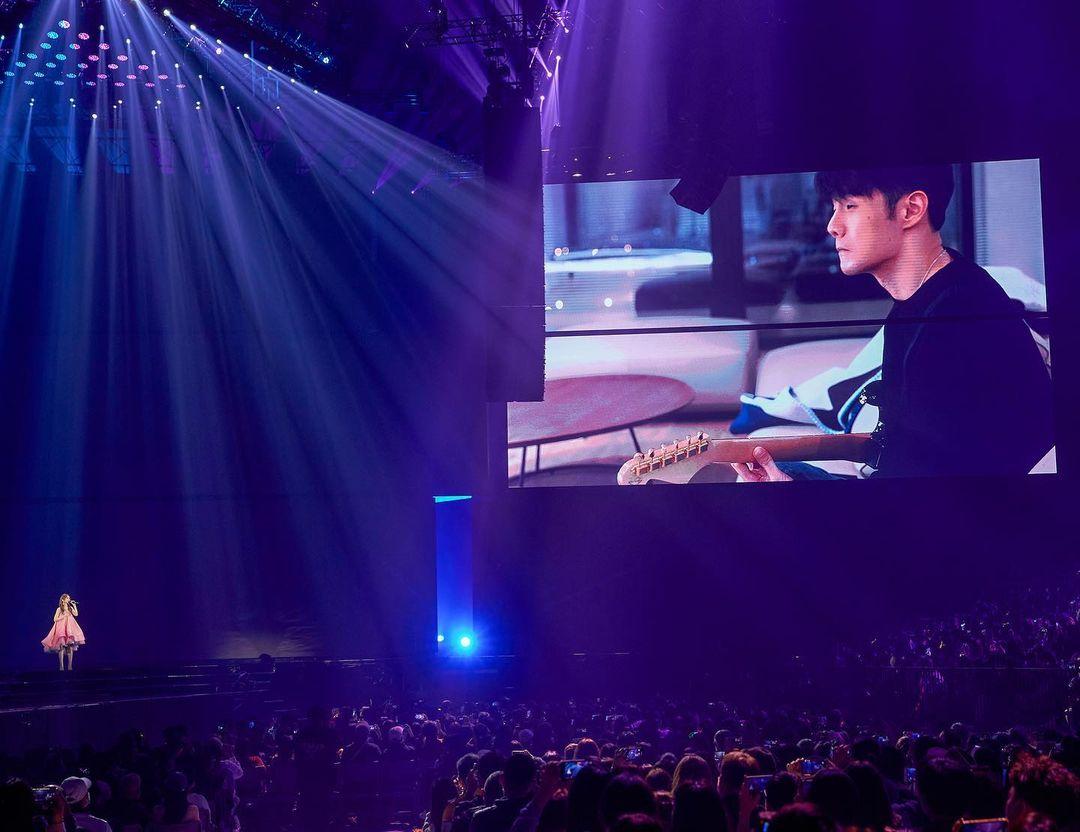 楊丞琳上年11月舉行演唱會,老公李榮浩以影片形式驚喜「現身」