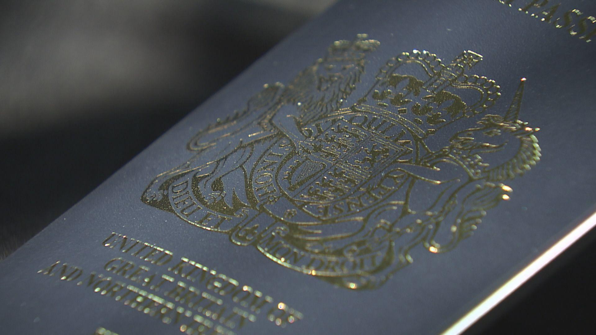 具BNO身份港人周日起可申請新簽證赴英居留 英揆:展示英國支持港自由自治