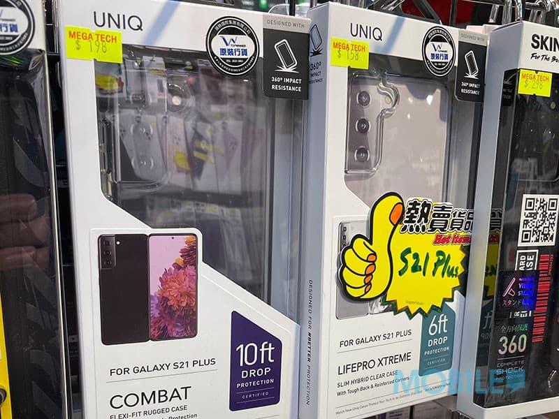 ▲ 具備 10 英呎抗衝擊的 S21+ 專屬 UNIQ COMPACT 機套(左)售 $198(星際 1 樓)