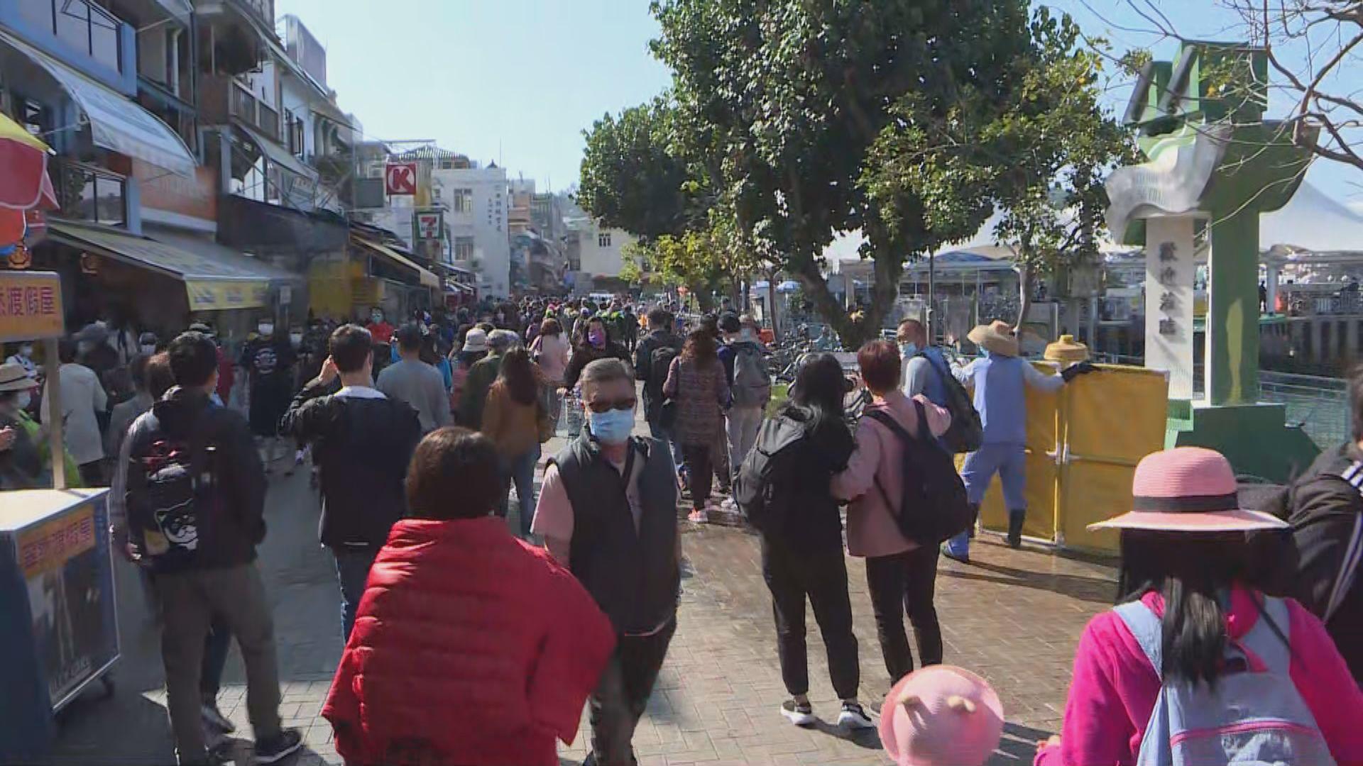 農曆年假期人潮「逼爆」長洲 居民不滿生活被打擾