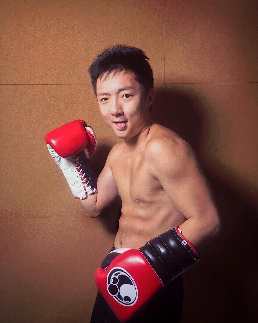 鍾培生2018年開始參加拳賽