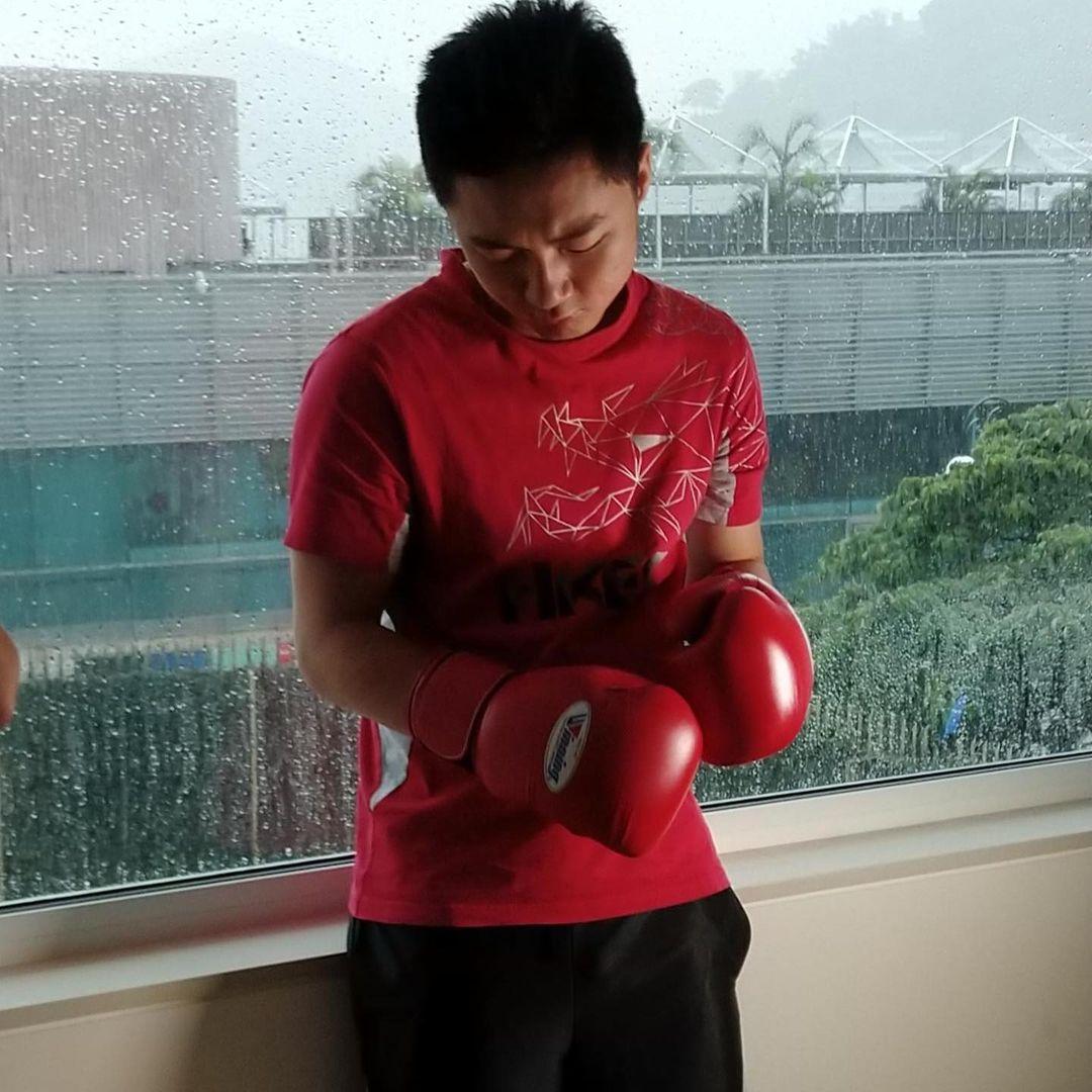 鍾培生一向有練習拳擊