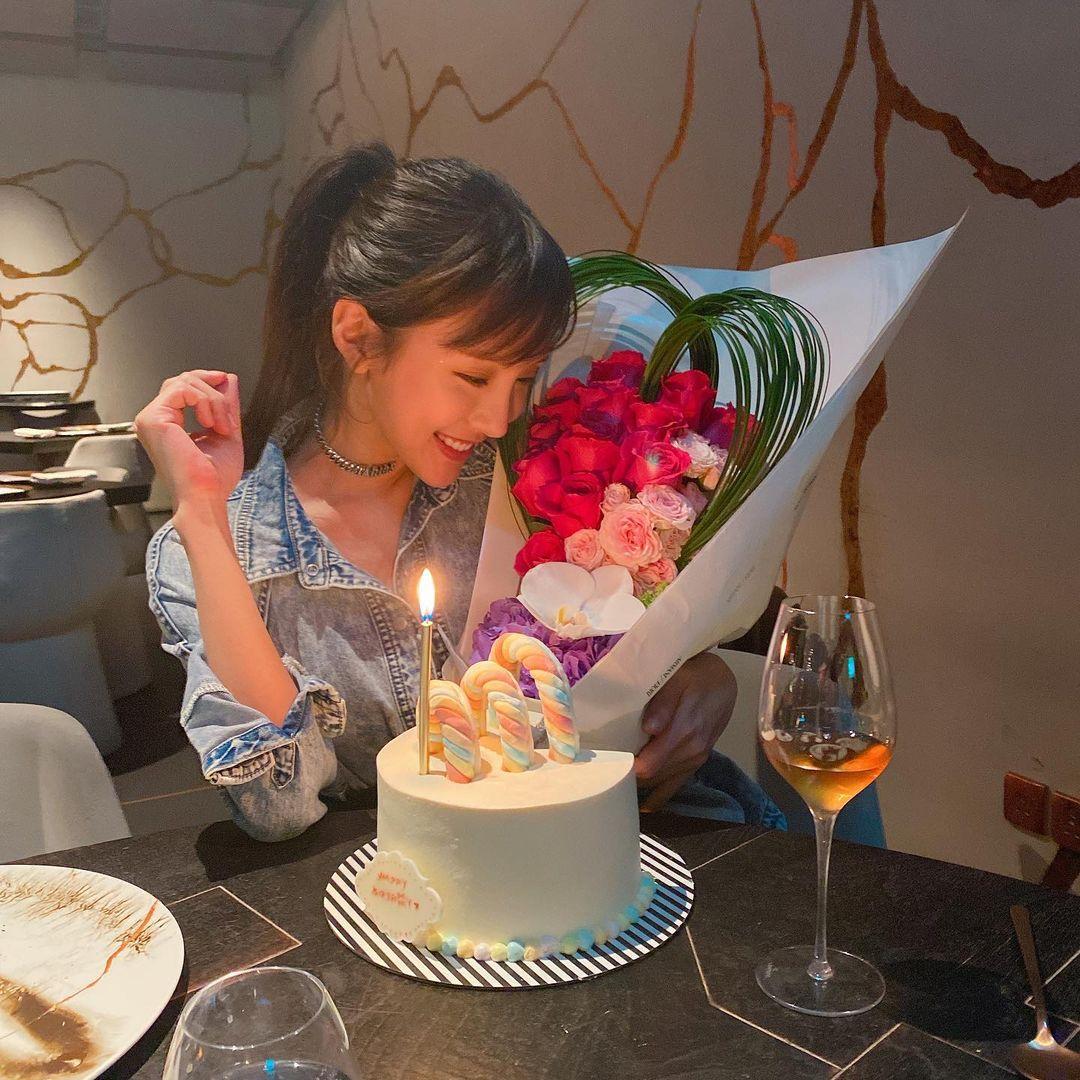 Dada陳靜32歲生日 老闆古天樂送蛋糕搭膊合照