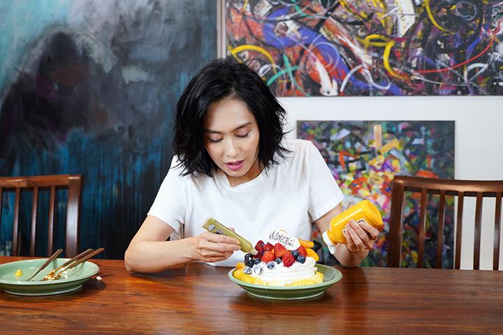 【片】朱茵特製 Wasabi 生日蛋糕 黃貫中:老婆比咩我都要食