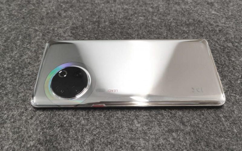 HUAWEI P50 原型機曝光?雙開孔全面屏+圓環鏡頭