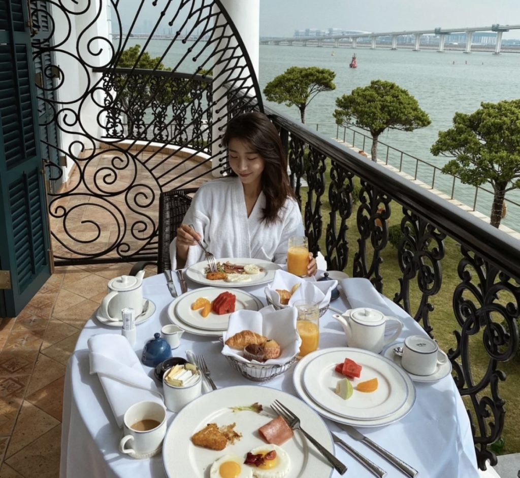 邊看海景邊吃早餐的奢華體驗 小紅書@我就是懶羊羊的翻版