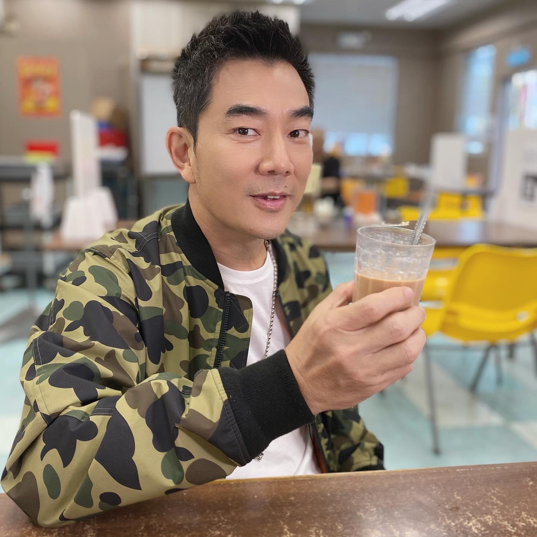 小齊在港期間,不忘歎返杯港式奶茶