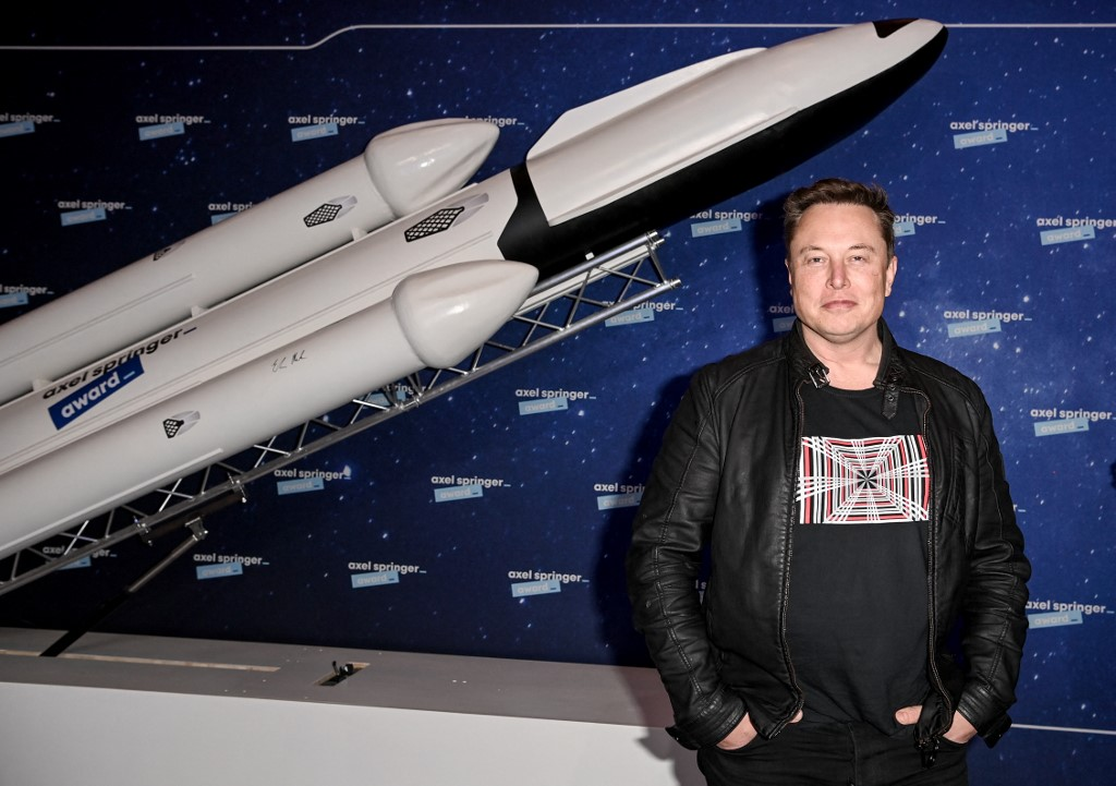 SpaceX明年啟動登月任務 馬斯克:接受狗狗幣付款