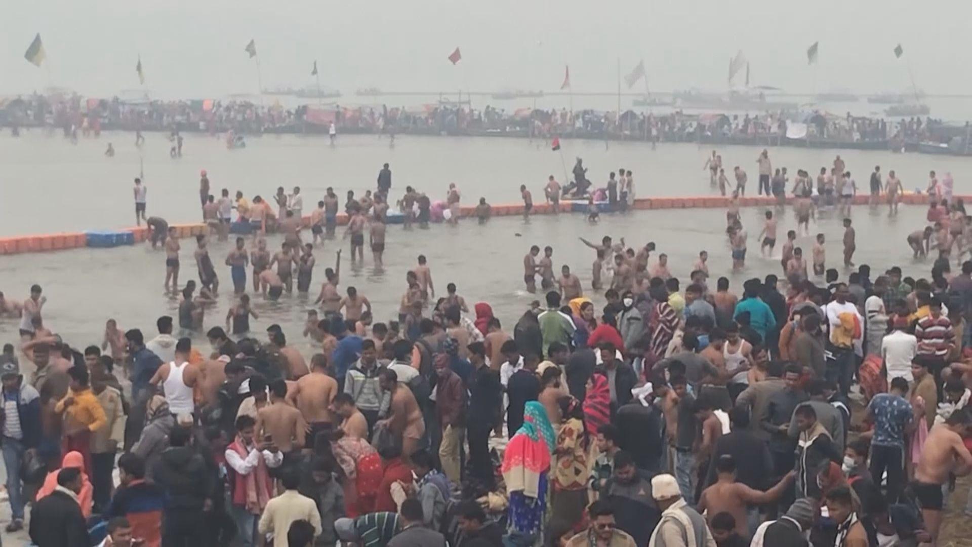 印度恆河岸邊發現數十具屍體 懷疑是新冠病毒死者
