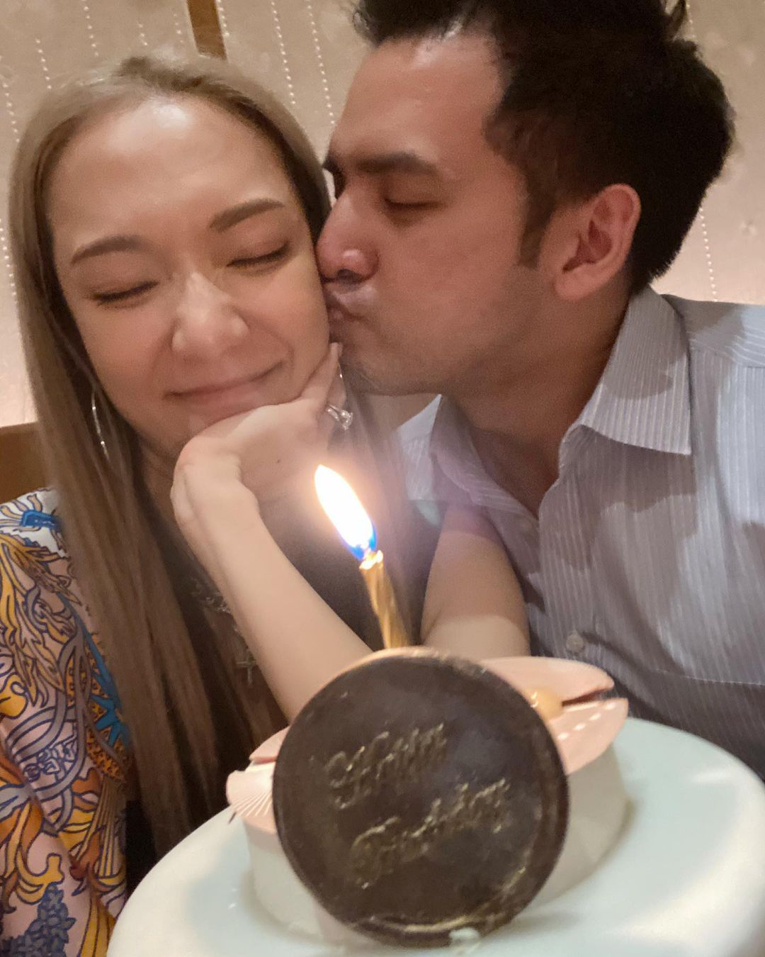 王君馨與老公甜蜜慶生 李佳芯大讚有夫妻相