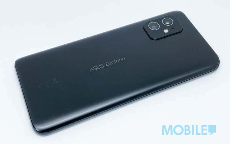 ▲ 跟 Flip 版不同,ZenFone 8 塗裝採相對啞光處理