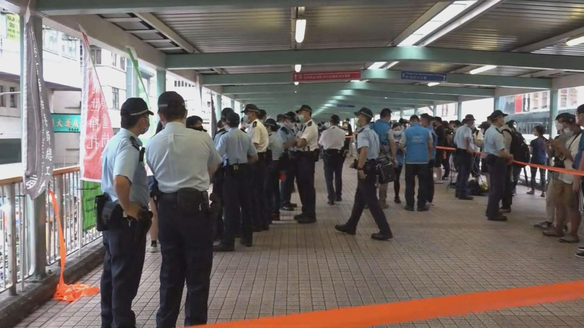 警方譴責旺角黑衣人用雜物堵路
