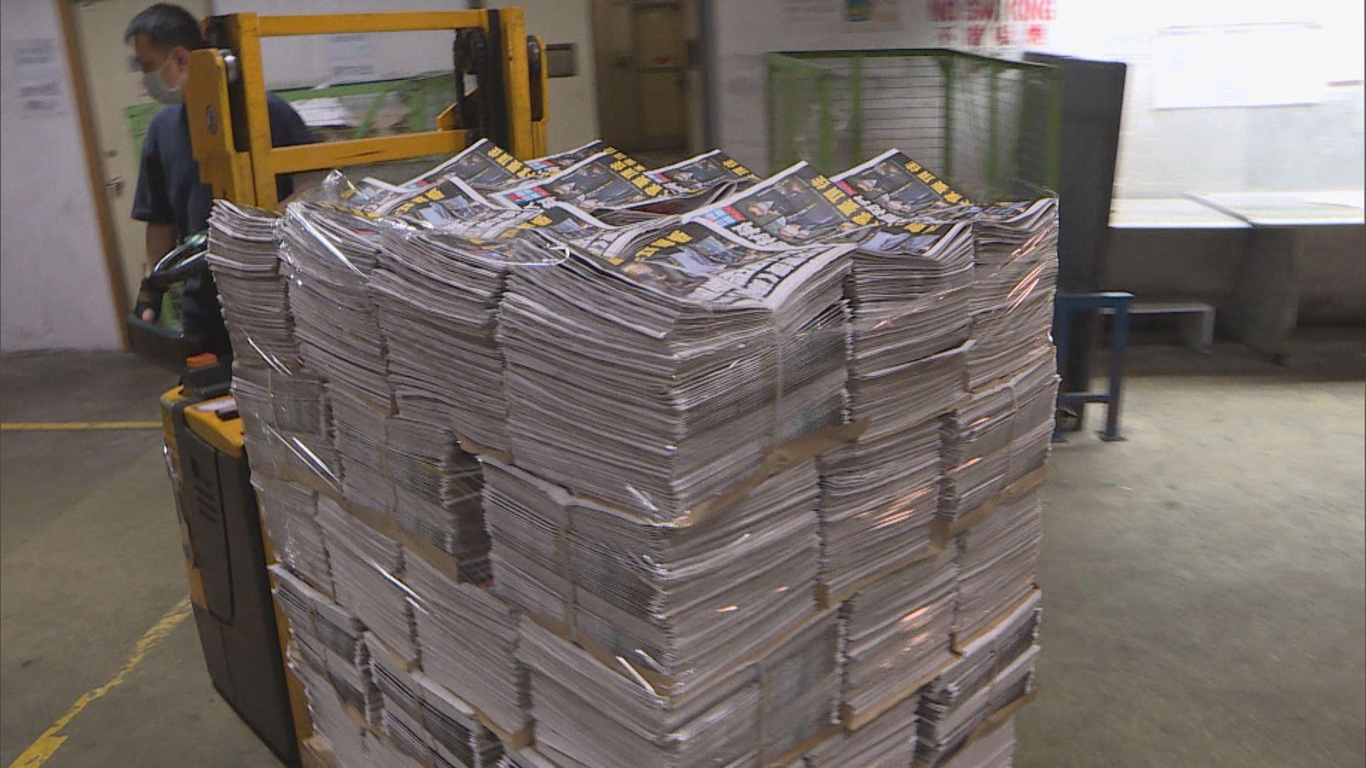 【50萬份】《蘋果日報》如常出版 旺角報攤凌晨有市民排隊購買