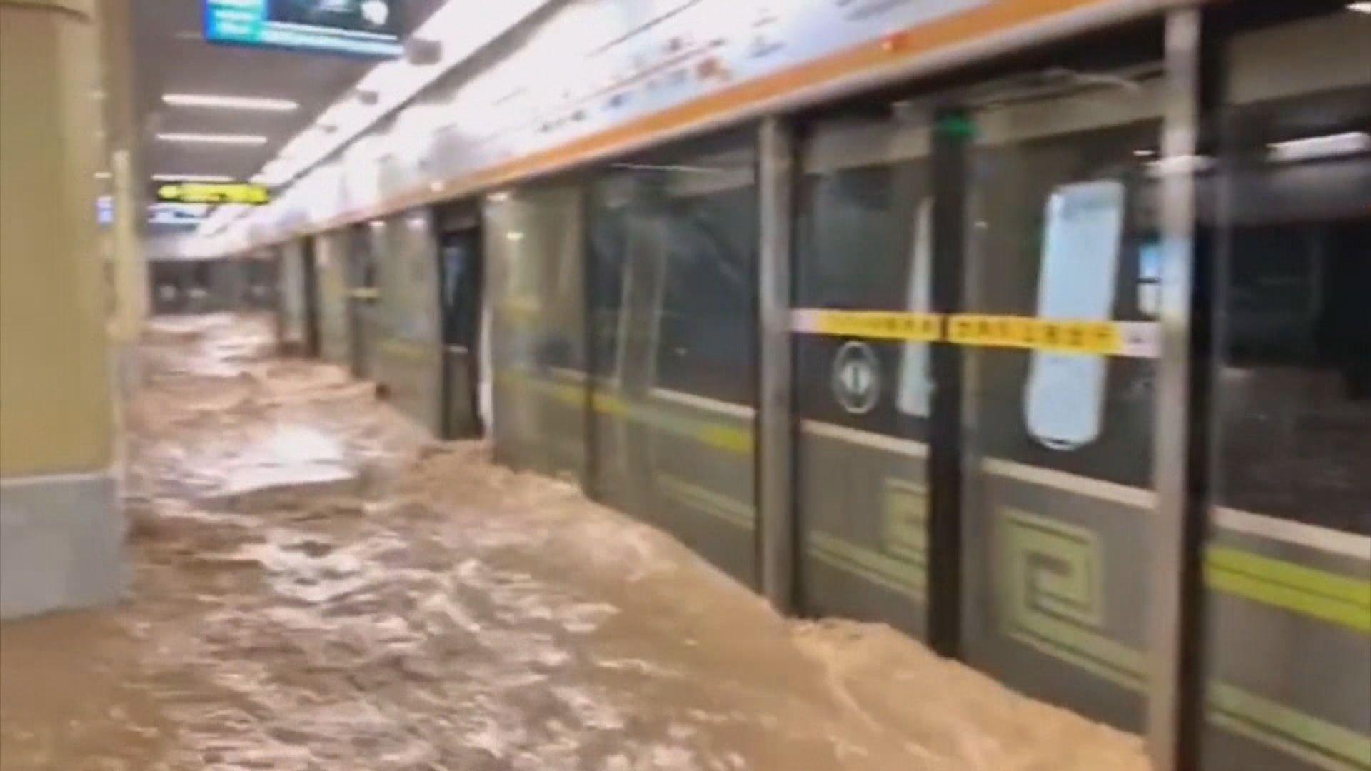 河南鄭州地鐵水浸多名乘客被困