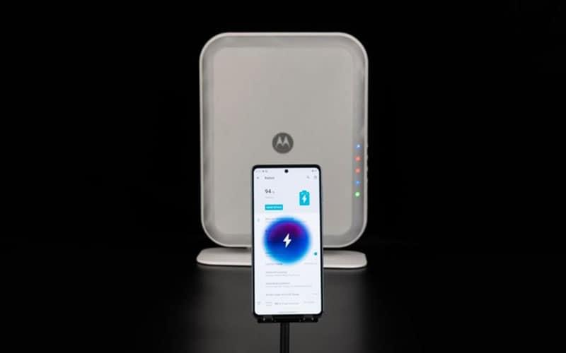 3 米範圍同時供電 4 組手機,Motorola 展示隔空充電站方案