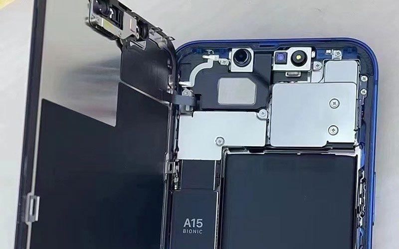 iPhone 13 首「拆」,睇機內收細 Face ID 模組、更大尺寸電池