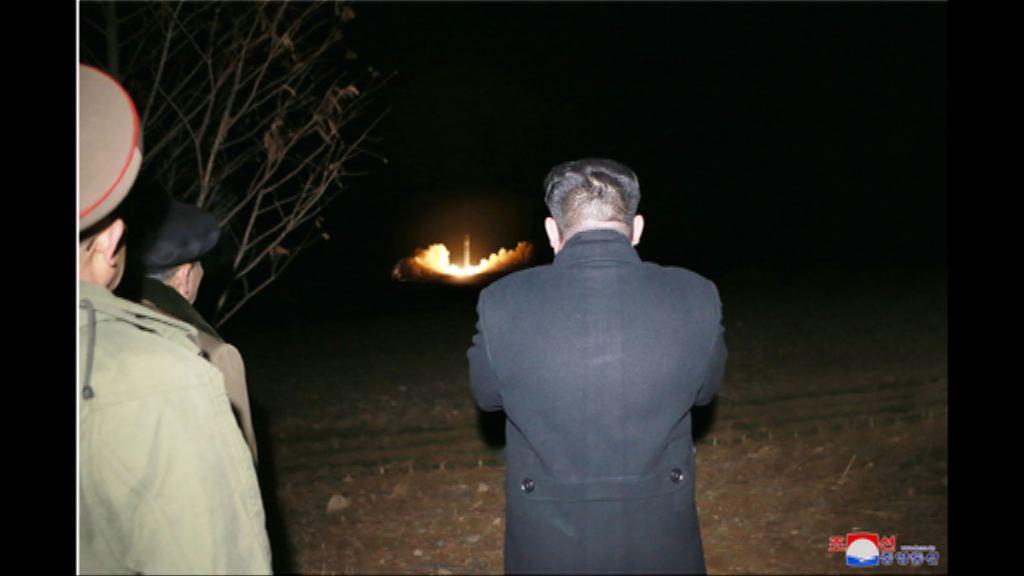 北韓發相片顯示金正恩視察導彈發射過程