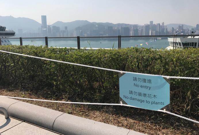 香港啟德郵輪碼頭,遊客無法靠近海邊欣賞風景