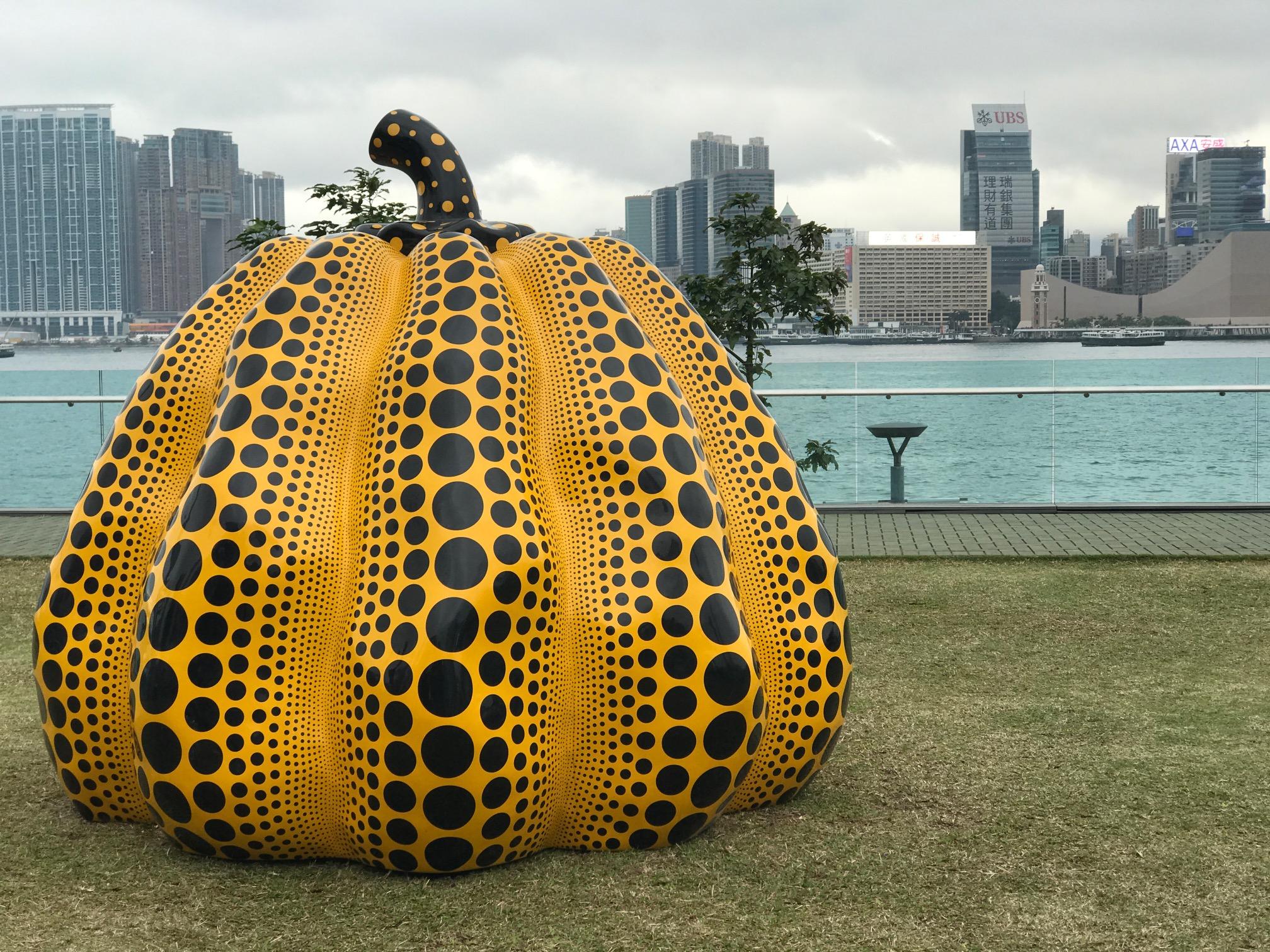 波點女王草間彌生的經典作《Pumpkin:big》