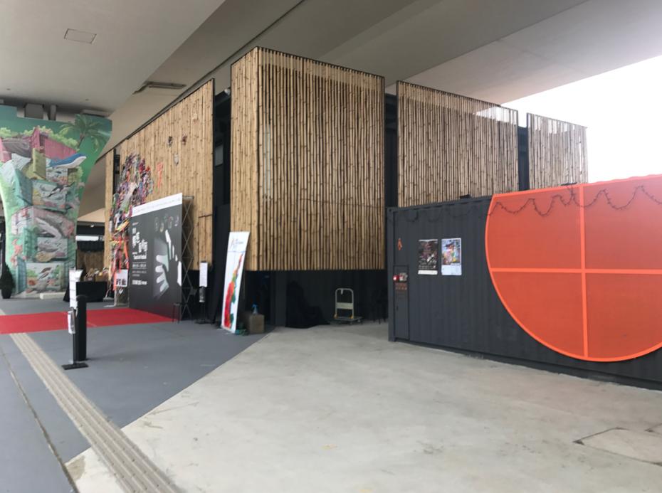 第五屆「香港觸感藝術節」會場位於觀塘海濱天橋底的發現號
