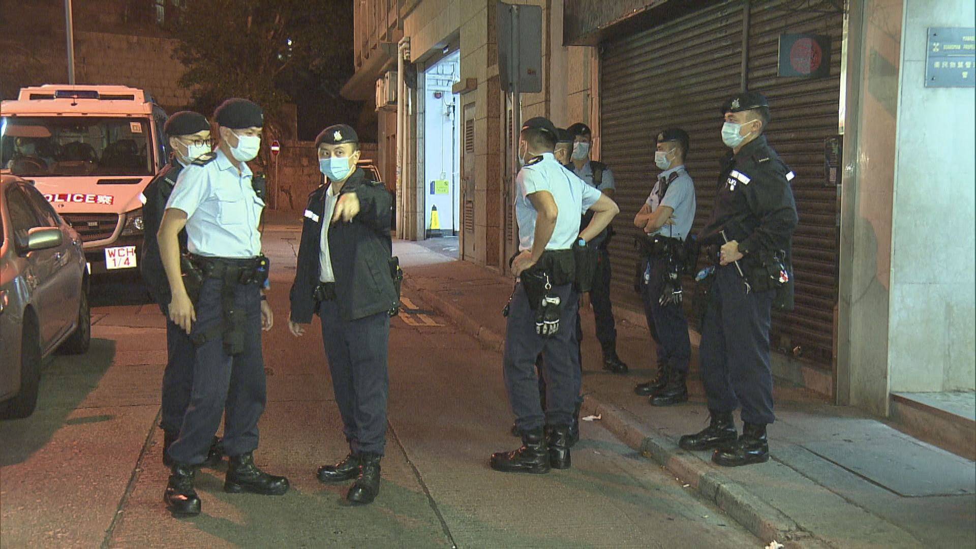 警方查灣仔食肆違禁業及限聚令 票控29人