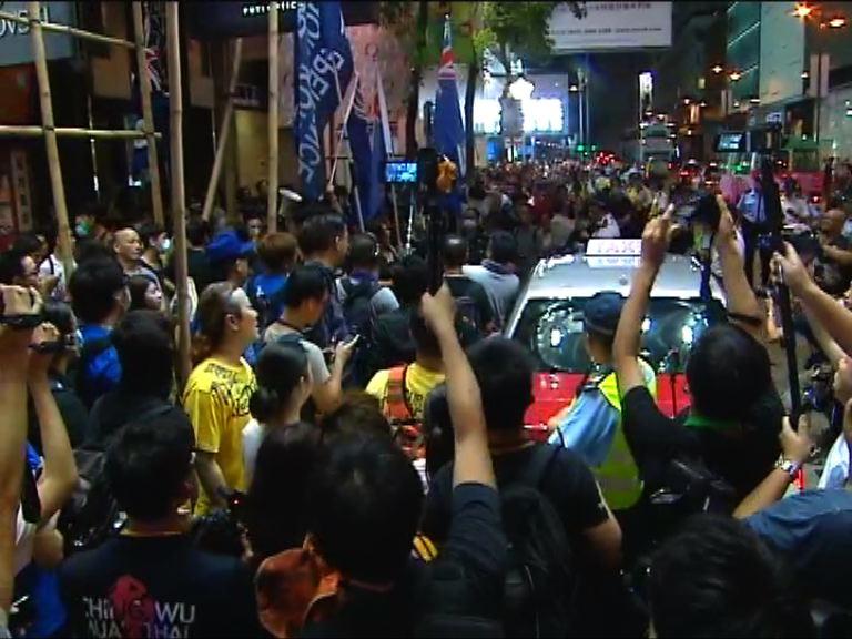 晚會後參加者一度衝出廣東道馬路