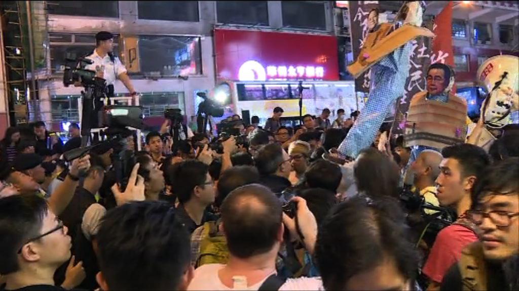 過百人遊行往中聯辦 希慎中心外圖衝馬路