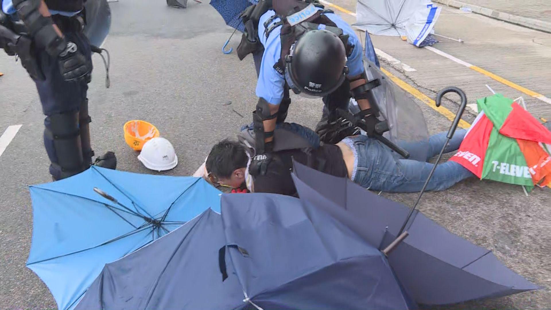警方拘12人涉七一早上示威活動