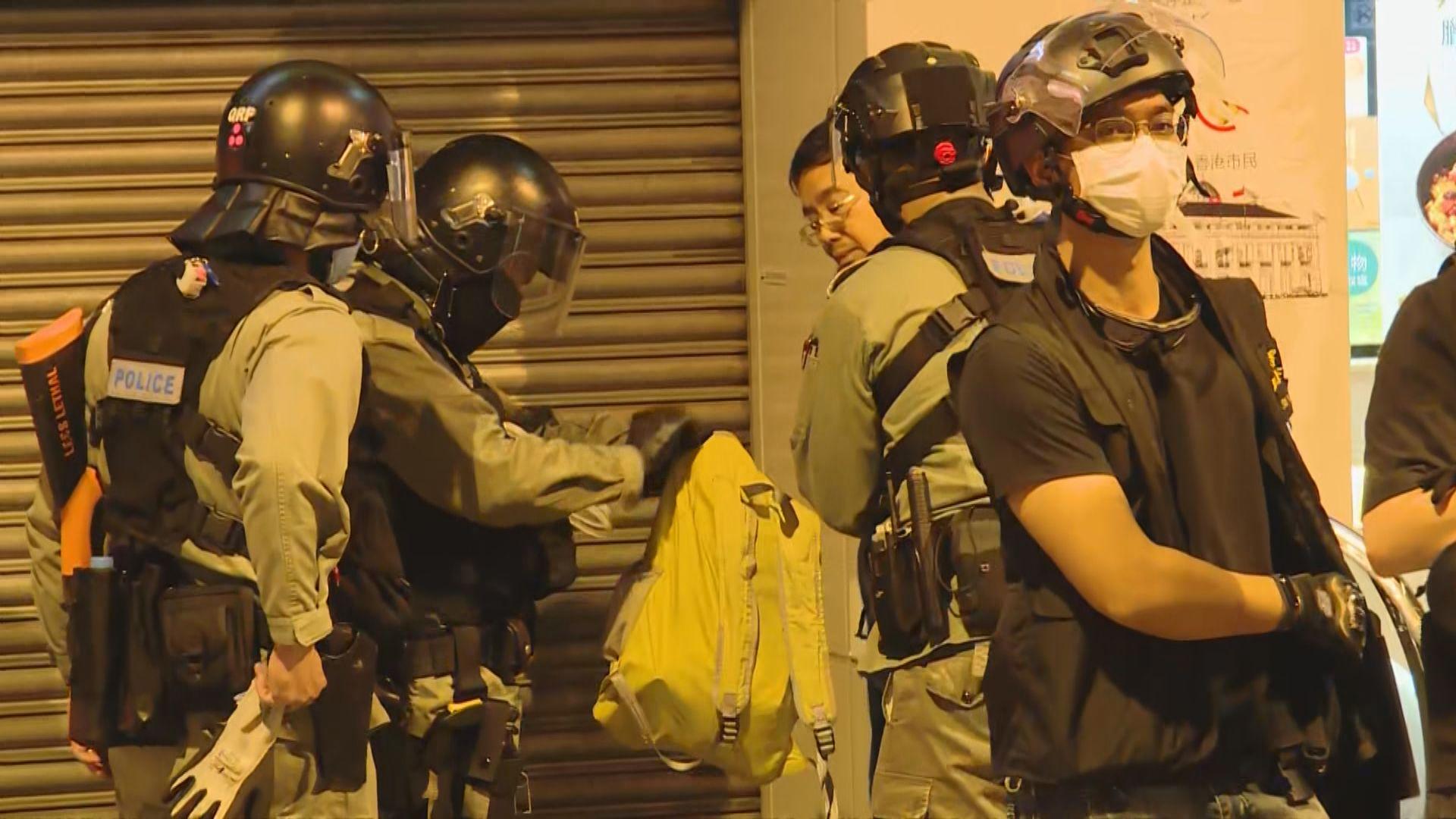 元朗有人紀念721襲擊 當區區議會主席黃偉賢被帶走
