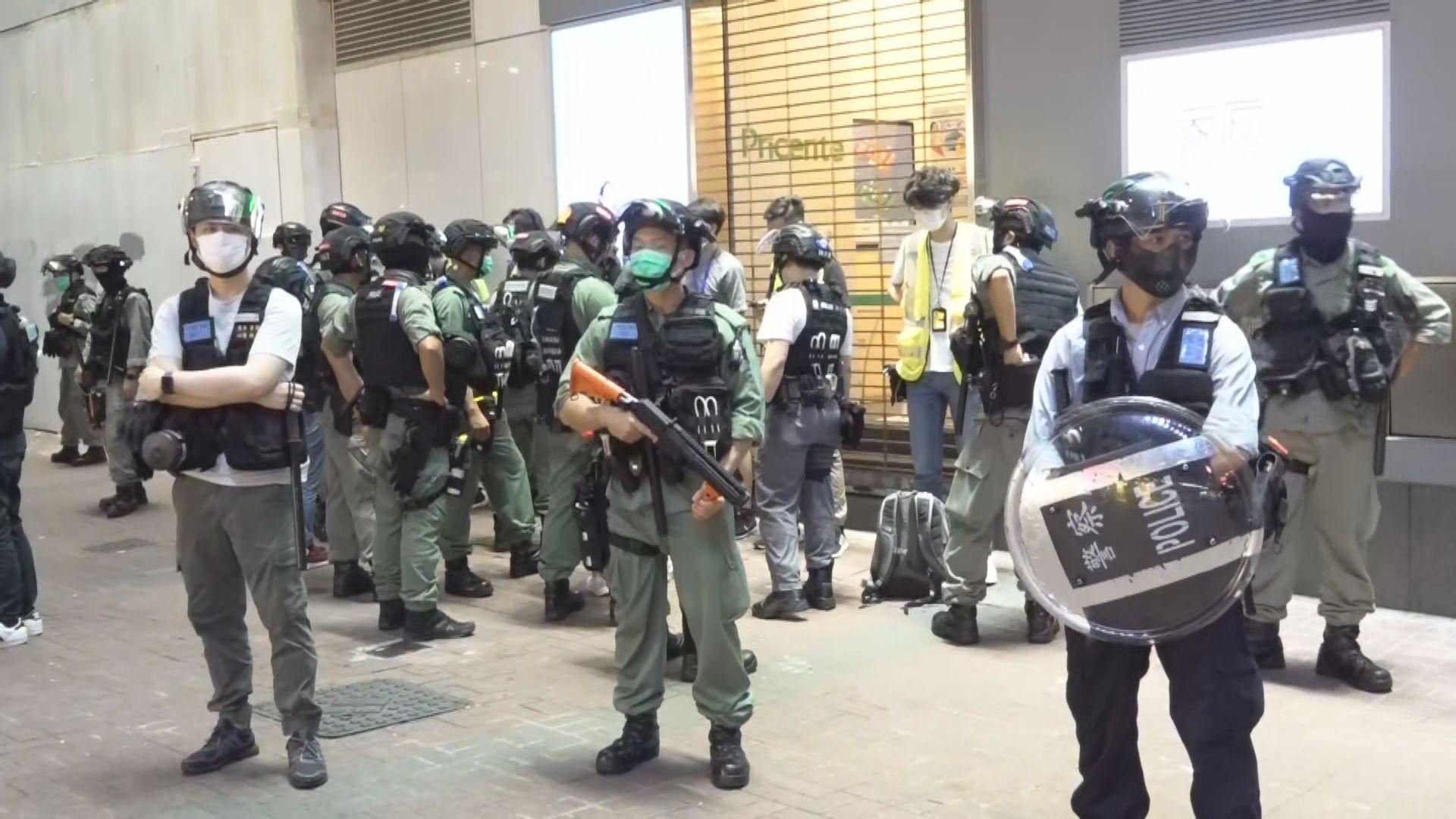 有網媒記者於旺角被防暴警員截查