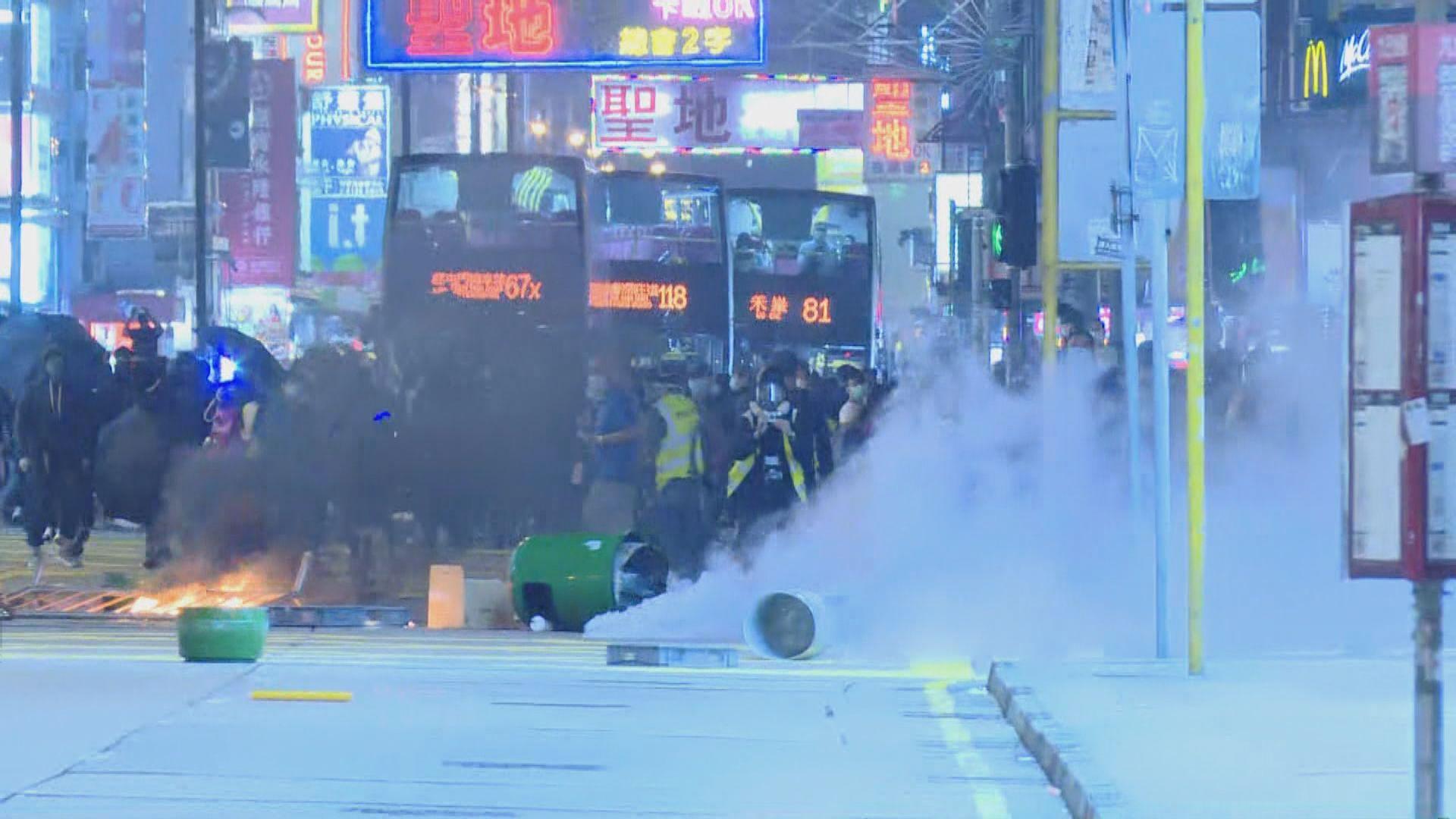 【831半周年】太子有人縱火堵路 警施放催淚彈驅散