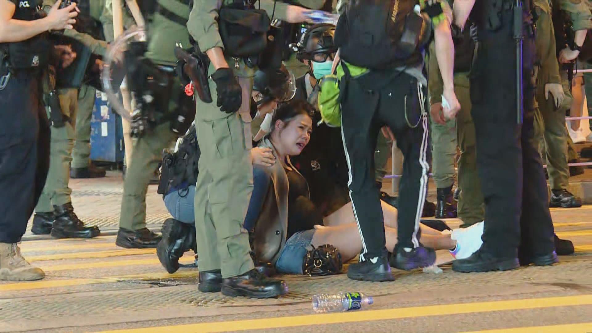 去年831事件一周年 被警員拉跌孕婦的丈夫獲釋