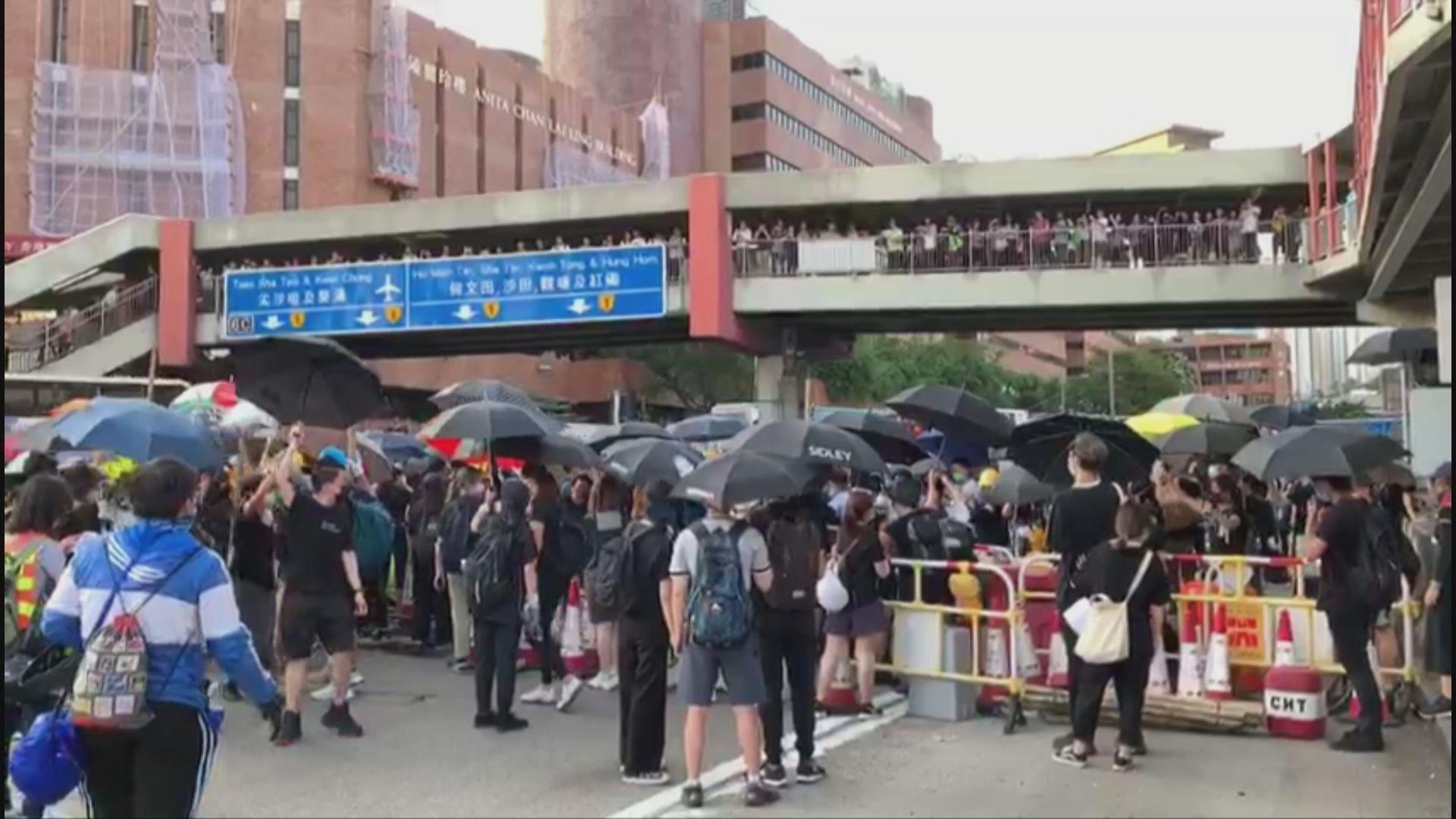 示威者傍晚佔領紅隧九龍入口 阻塞來回路線