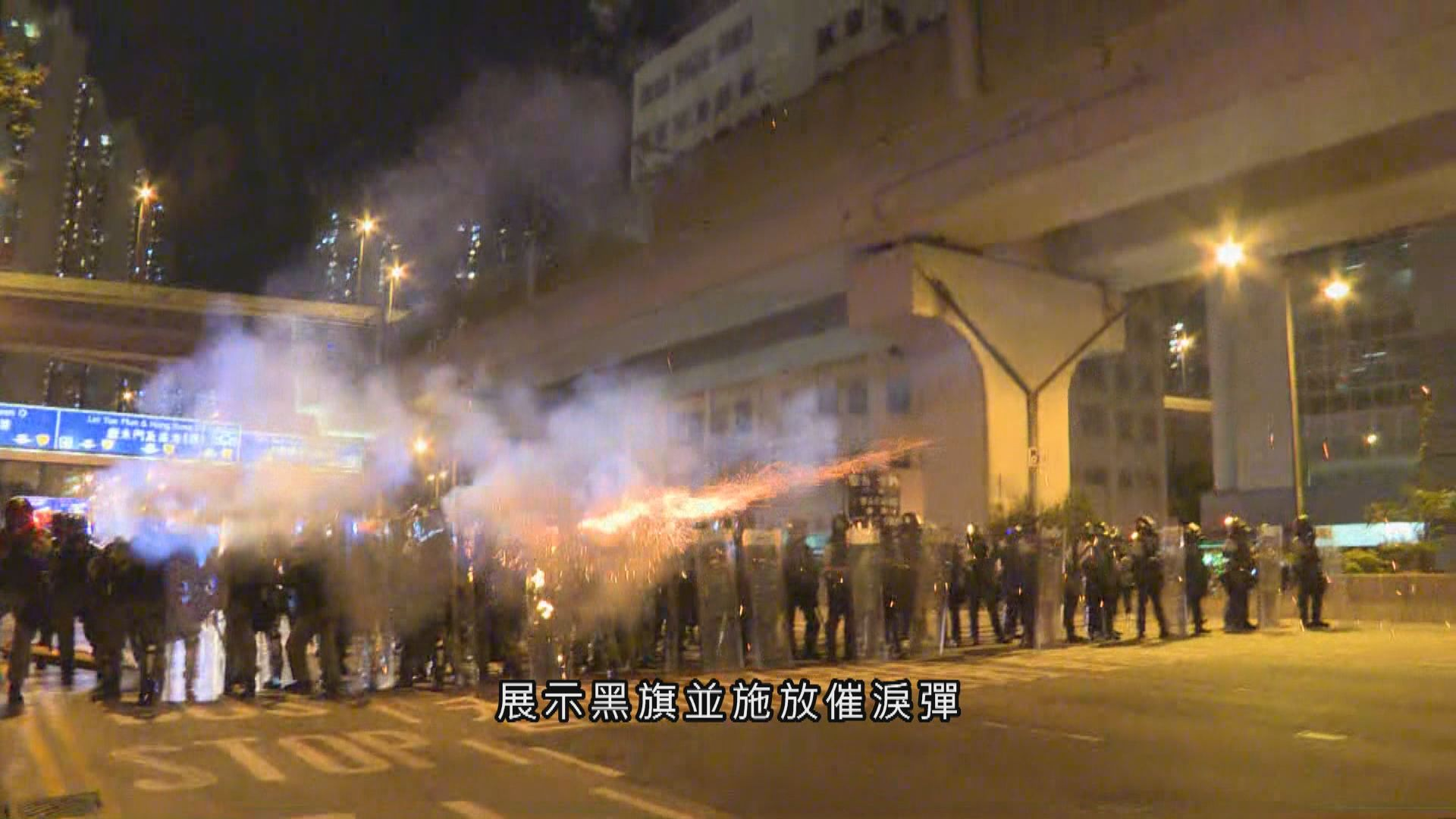 示威者佔據觀塘道 防暴警察催淚彈驅散