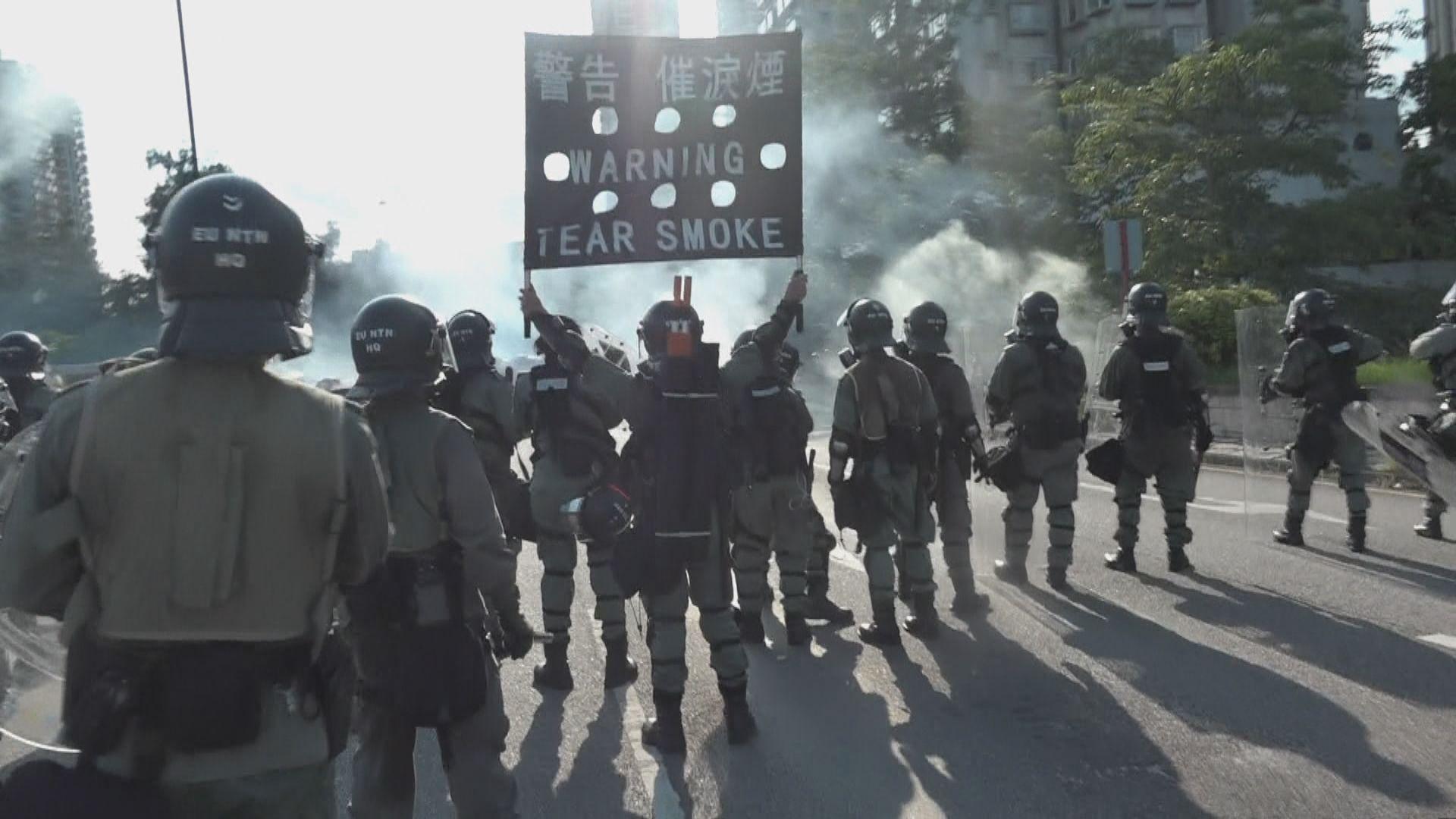 示威者堵塞近大埔警署外太和路 警放催淚彈