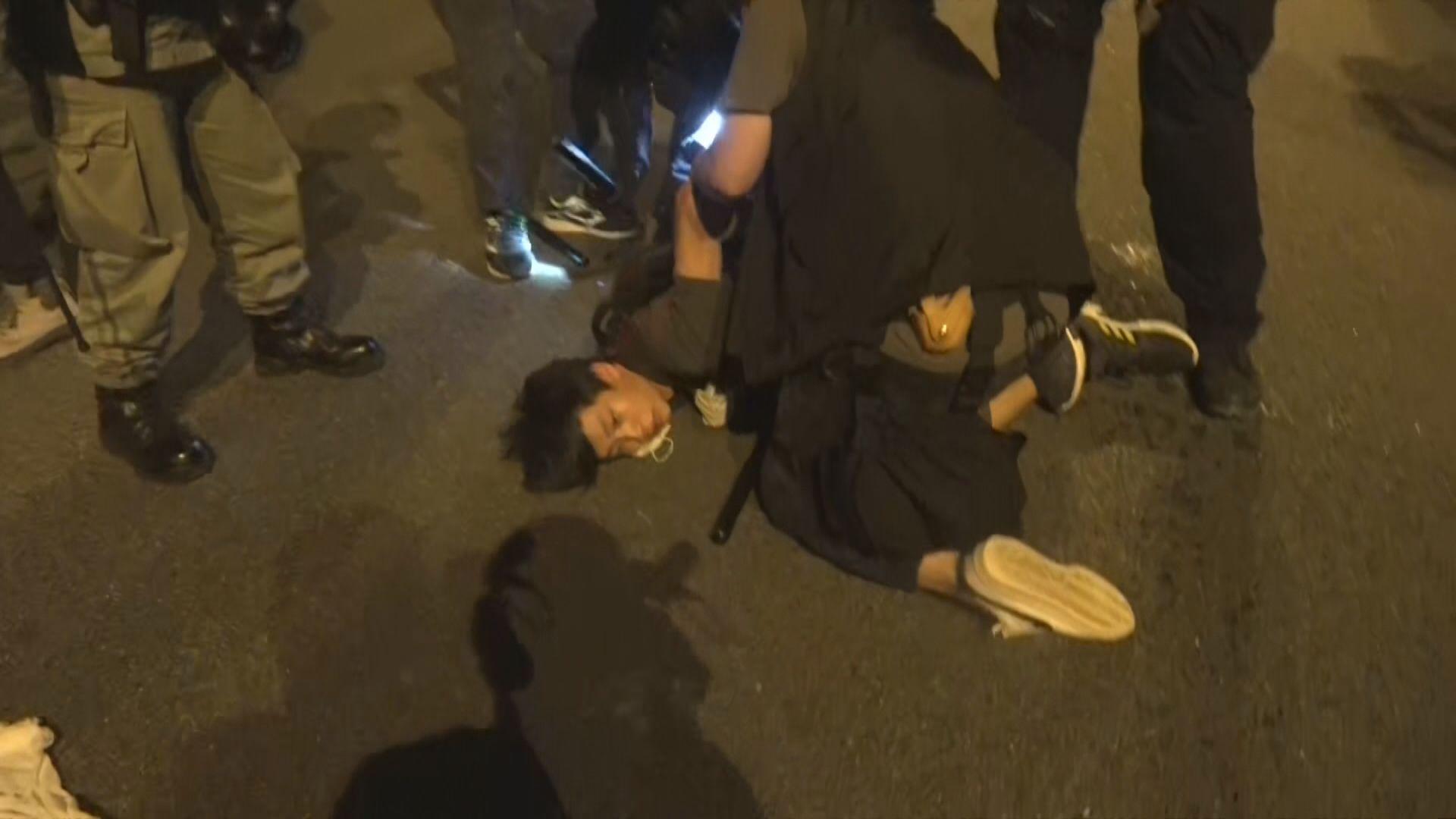 示威者堵塞大埔太和路 速龍小隊拘捕多人