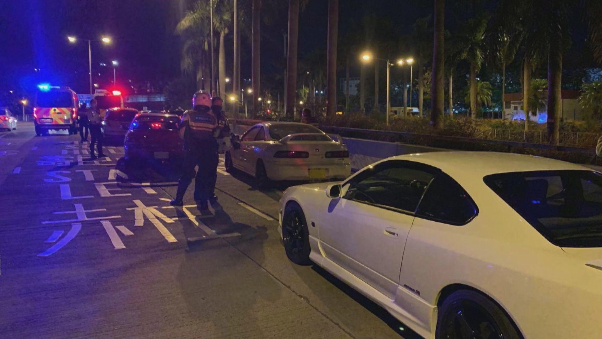 警方香港仔截查非法賽車一度拔槍戒備 17人被捕