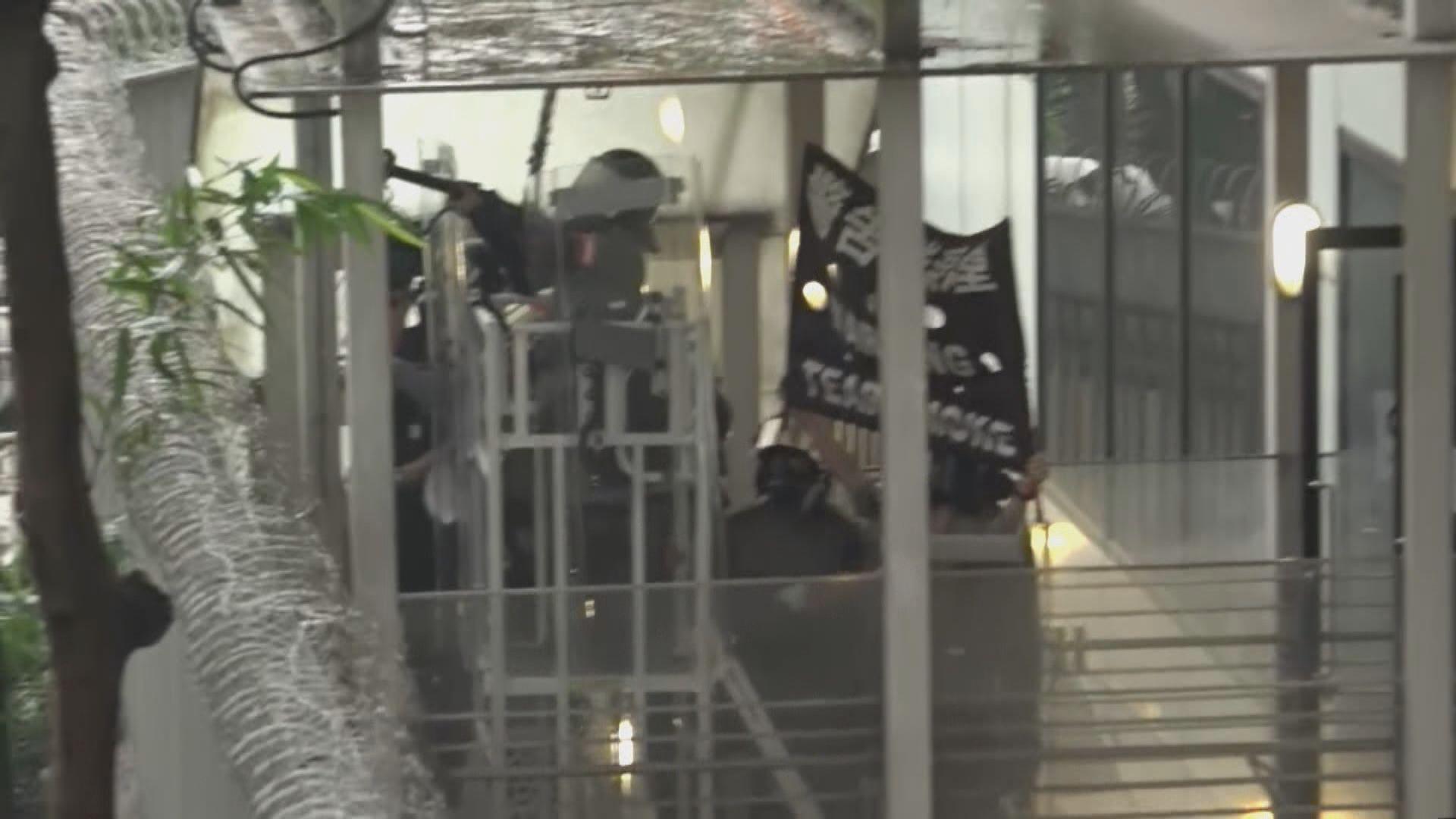 警於金鐘施放催淚彈驅散示威者