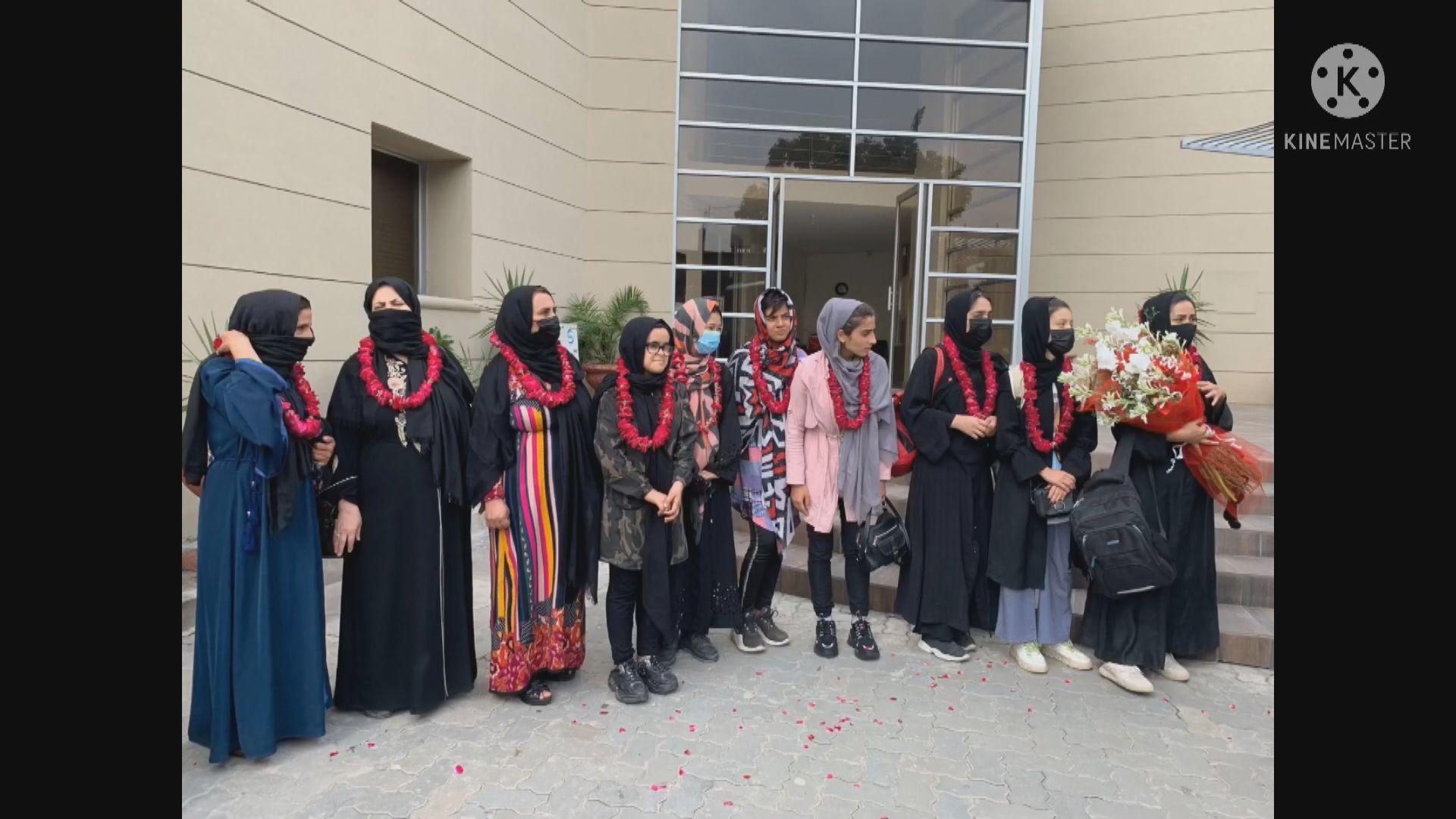 阿富汗女足成員及其家人逃到巴基斯坦