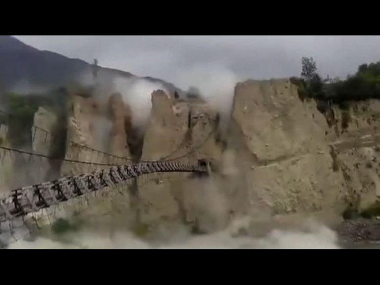 巴基斯坦總理到地震災區視察