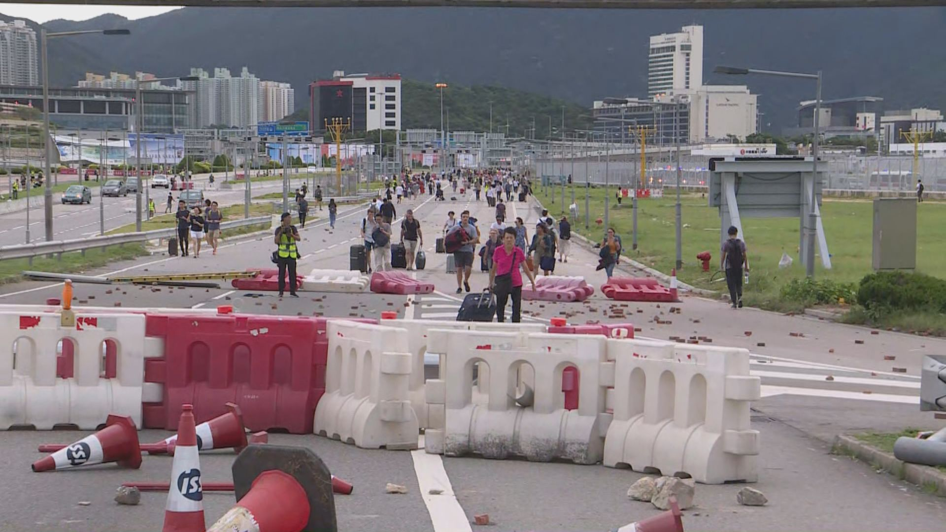 機場及東涌交通大受影響