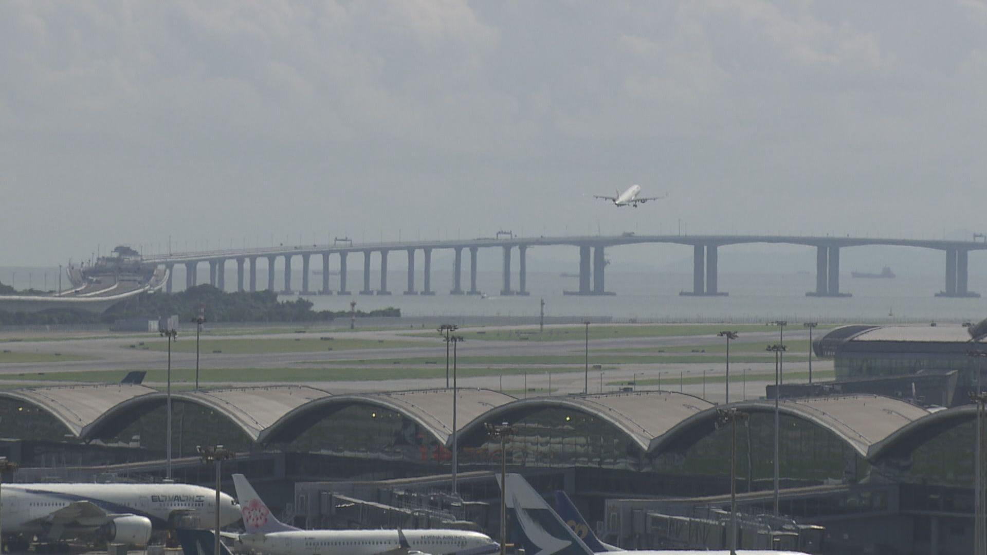 一名英國抵港旅客未能轉機 堅持留在香港機場