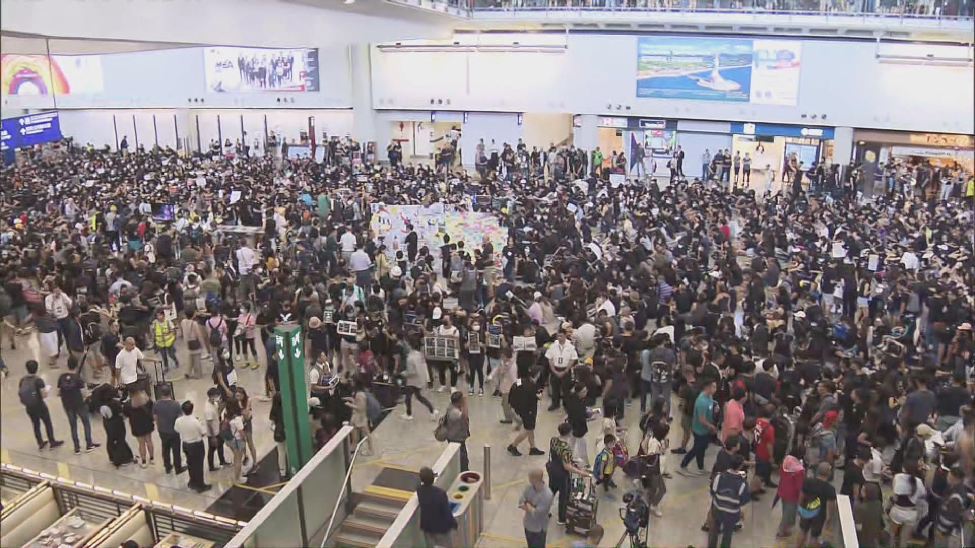 航空業機場反修例集會 逾2500人參與