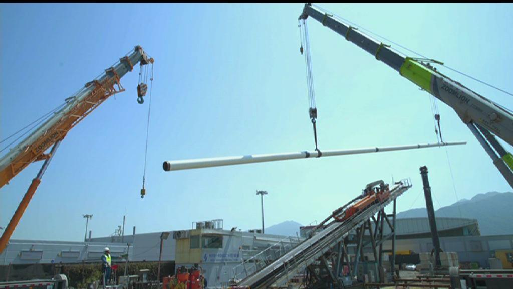 為配合三跑工程 機管局重鋪油管